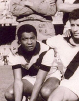 9º - Nei - 32 gols - Um dos principais atacantes do Vasco na década de 60 e inícios dos anos 70, Nei é pai de Dinei, que brilhou com a camisa do Corinthians nos anos 90.