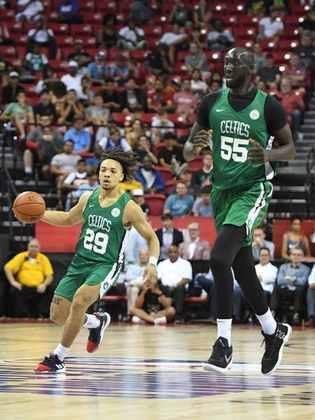 9- Tacko Fall (2,26 metros) - O pivô do Boston Celtics fez sua estreia na atual temporada. Fall atuou em seis partidas, com médias de 3.2 pontos e 1.8 rebote em cerca de quatro minutos por jogo