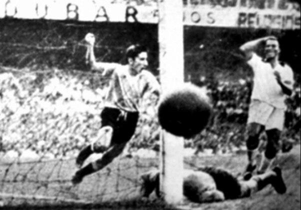 9º - Uruguai - 1 título - Os uruguaios foram os primeiros a levantarem uma taça no Maracanã, conquistando a Copa do Mundo de 1950, um mês após a inauguração do estádio, vencendo exatamente o Brasil na decisão.