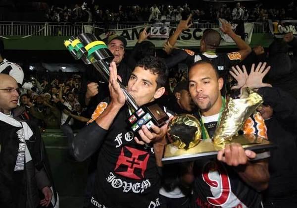 9 - Vasco 1 x 0 Coritiba: com gol de Alecsandro, o Vasco saiu na frente no jogo de ida da final da Copa do Brasil de 2011 e fez o dever de casa em São Januário. Na partida de volta, no Couto Pereira, o Vasco perdeu por 3 a 2, mas por conta do gol fora acabou campeão.
