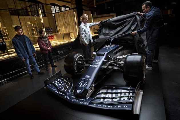 A AlphaTauri lançou, nesta sexta-feira (19), o AT02, carro para a temporada 2021 da Fórmula 1 com nova pintura e evoluções no modelo. Confira os detalhes!