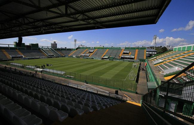 A Arena Condá, em Santa Catarina, é a casa da Chapecoense. Sua inauguração aconteceu em 1980, ou seja, há 40 anos, e entre os jogos históricos estão as da participação na Copa Sul-Americana de 2016.