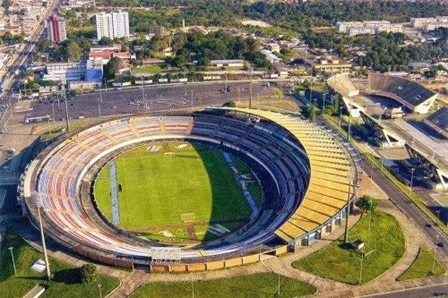 A Arena da Amazônia está localizada na cidade de Manaus e foi construída para a realização da Copa do Mundo de 2014. Sua inauguração se deu em março daquele ano, ou seja, há seis anos, e foi erguida sobre o antigo Estádio Vivaldo Lima (foto), inaugurado em abril de 1970.