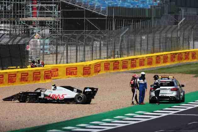 A Aston Martin será responsável pelos carros de 12 das 23 corridas de 2021 e a Mercedes pelo restante