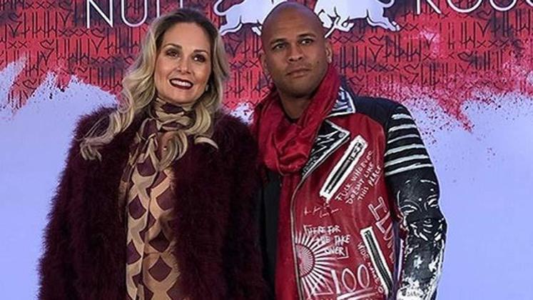 A atriz Fabiana Alvarez e o ex-lateral Gabriel estão juntos há mais de 10 anos, e se casaram em 2010.