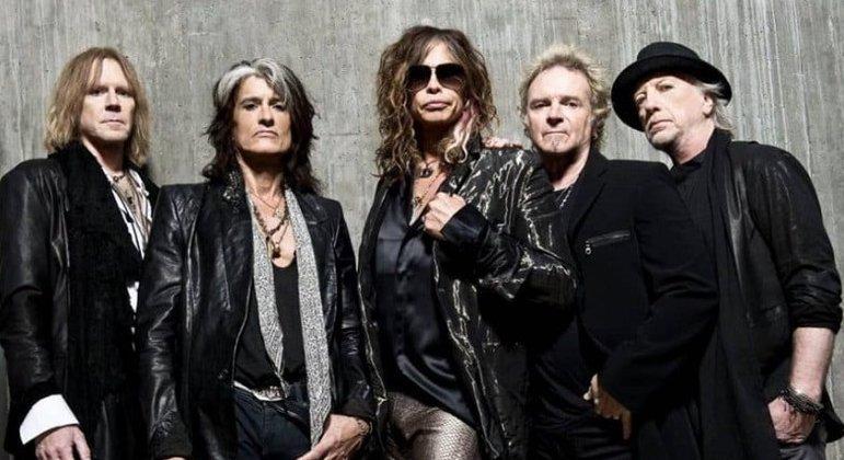 A banda Aerosmith surgiu em dezembro de 1970 após a fusão de dois outros grupos musicais: Chain Reaction, do vocalista Steven Tyler, e Jam Band, em que estava o guitarrista Joe Perry. Nessa época Perry trabalhava em uma lanchonete em que tinha como cliente Steven Tyler.
