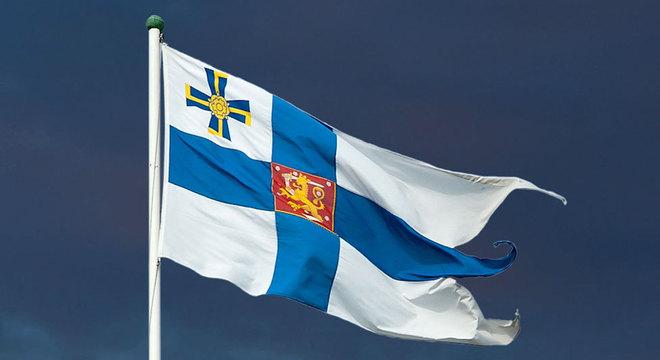 A bandeira do presidente finlandês apresenta a Cruz da Liberdade no canto superior esquerdo