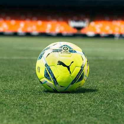 A bola do Campeonato Espanhol será a novo Puma 'Accelerate' (cor branca), que será utilizada pela primeira vez de forma competitiva neste final de semana. E também há a Puma 'Adrenalina' (cor verde limão), reservada para os clássicos.