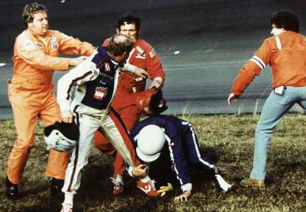 A briga de Cale Yarborough com os irmãos Bobbie e Donnie Allison na volta final da Daytona 500 de 1979 é histórica. Foi a primeira corrida da Nascar transmitida em rede nacional, e que no fim levantou o público
