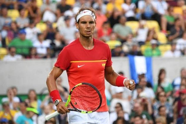 A camisa de Rafael Nadal utilizada na final de Roland-Garros no ano passado arrecadou R$ 115 mil em um leilão beneficente realizado pela Liga de Basquete da Espanha (ACB).