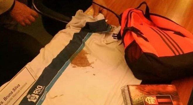 A camisa, mochila e o caderno que Marcos Vinícius levava naquela manhã