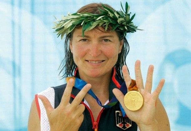 A canoísta alemã Birgit Fischer conquistou 12 medalhas olímpicas entre as edições de  Moscou-1980 e Atenas-2004. No total, ela levou oito insígnias de ouro e outras quatro de prata.