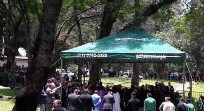 A cerimônia foi aberta ao público e reuniu centenas de fãs