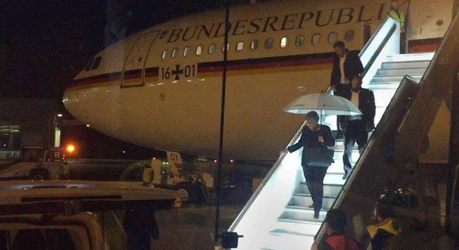 A chanceler Angela Merkel teve que voar a um encontro do G20 da Argentina em um avião de passageiros devido a uma falha técnica em um avião do Exército