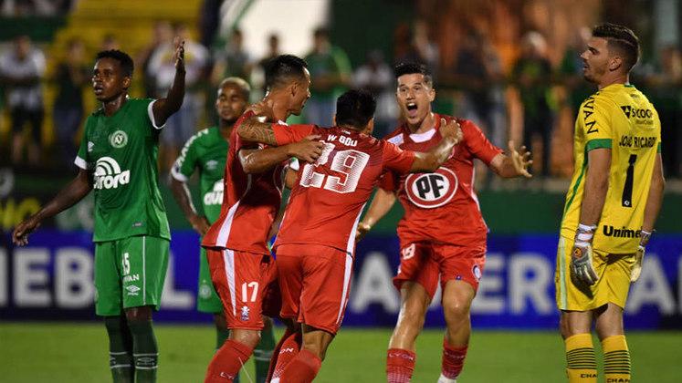 A Chapecoense esbarrou no goleiro Batalla e foi eliminada em casa na primeira fase da Copa Sul-Americana de 2019, com uma igualdade de 1 a 1. Na ida, empate em 0 a 0. O Union La Calera se classificou pelo gol marcado fora de seus domínios