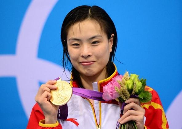 A China só estreou nos Jogos de 1952 e foi se tornando uma potência. É o país asiático com mais medalhas (546). Com sete medalhas olímpicas (cinco ouros, uma prata e um bronze), Wu Minxia é a atleta da China mais premiada nos Jogos. Aposentada, ela competia nos saltos ornamentais