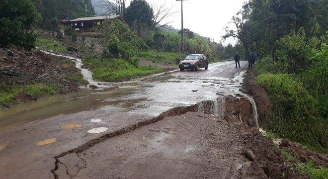 A chuva danificou vias da cidade Crédito: Rosete Bernard / Divulgação / CP