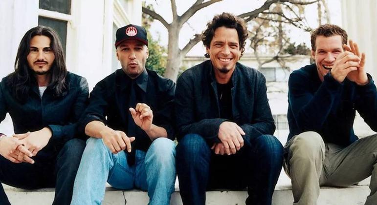 A combinação do hard rock dos anos 70 com o rock alternativo dos anos 90 criou a identidade da banda Audioslave, que foi criada em 2001, em Los Angeles, na Califórnia. Foram mais de 10 milhões de discos vendidos e em pouco tempo eles conseguiram já se firmar como referência do rock nos anos 2000.