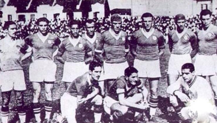 A começar, o primeiro clássico entre o então Palestra e Corinthians em uma final foi no Campeonato Paulista de 1936. Foram duas vitórias e um empate (melhor de três), sendo a decisão final 2 a 1 para o Alviverde, com gols de Luizinho e Moacyr. Filó descontou
