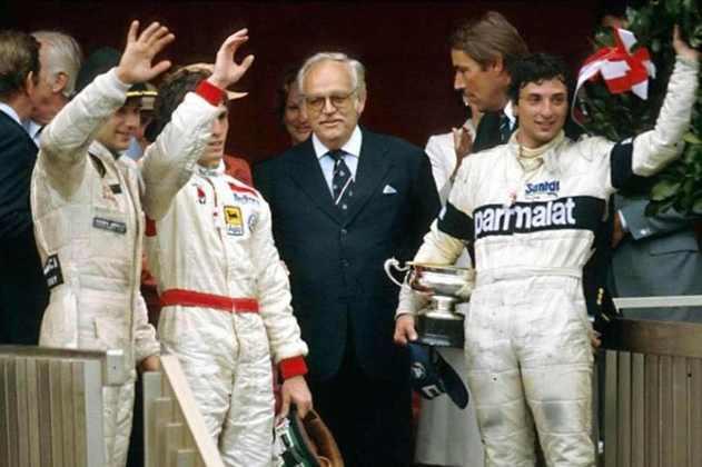 A confusão no final do GP de Mônaco de 1982 fez quatro pilotos irem para a cerimônia do pódio. Pior para Andrea de Cesaris, informado que ficou em quinto após quase vencer.
