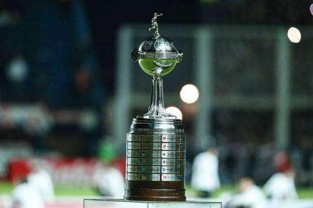 A Conmebol definiu, durante o 74° Congresso Ordinário da entidade, na última terça-feira, os valores das premiações fase a fase da Copa Libertadores 2021. Mesmo sofrendo com os efeitos do coronavírus em suas competições, as premiações previstas para a Libertadores 2021 serão os mesmos dados em 2020. Confira os valores, que vão se somando fase a fase!