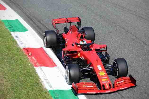 A corrida de Sebastian Vettel durou apenas sete voltas antes de problemas no freio o tirarem da disputa