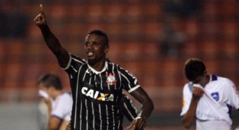 A curta passagem no Timão não rendeu conquistas marcantes, o defensor mas foi titular vestindo a camisa do clube.