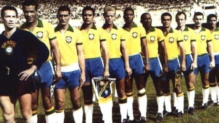A década de 60 é de ouro para o Alviverde: foram três títulos brasileiros conquistados, em 60 (foto), 67 (mais um Robertão) e 69. Foi a inesquecível Primeira Academia. Em 65, o Palmeiras representou a Seleção Brasileira na disputa da Taça Inconfidência, diante da seleção do Uruguai