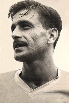 A décima posição é de Idario, lateral-direito da década de 1950, que realizou 469 jogos com a camisa do Corinthians. Ao todo, conquistou quatro títulos, sendo eles dois campeonatos paulistas (1951/52 e 1954) e dois torneios Rio-São Paulo (1950 e 1953/54).