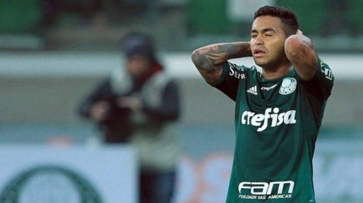 A décima quinta posição é do Palmeiras, que sofreu 34 goleadas nas 582 partidas no Brasileirão desde 2003.