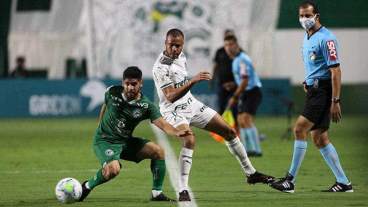 A derrota do Palmeiras para o Goiás por 1 a 0, em Goiânia, teve um personagem central: o lateral Mayke. O jogador deu uma solada em um adversário e foi expulso aos 38 do primeiro tempo, alterando o rumo da partida. Com um a menos por mais de um tempo, o Palmeiras acabou sucumbindo (por Nosso Palestra)