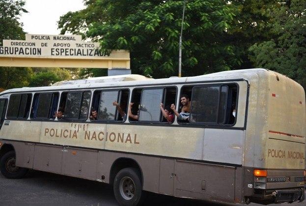 A detenção preventiva no Paraguai foi acionada na época quando cogitaram a existência de risco de fuga dos investigados. A defesa de Ronaldinho alegou que Assis tem um problema no coração e precisaria de cuidados especiais, mas não foram apresentados exames ou atestados exigidos pela lei paraguaia.
