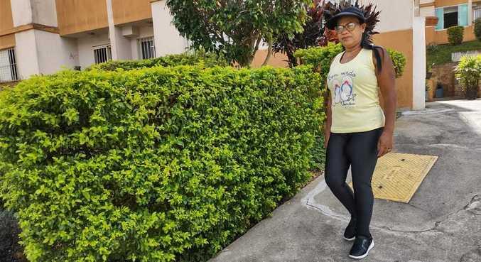 Edite durante caminhada em seu condomínio: 'Só volto depois da vacina'