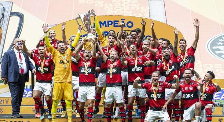 Com Pepê de saída, Flamengo tem oito jogadores com vínculo perto do fim; confira a duração dos contratos do elenco