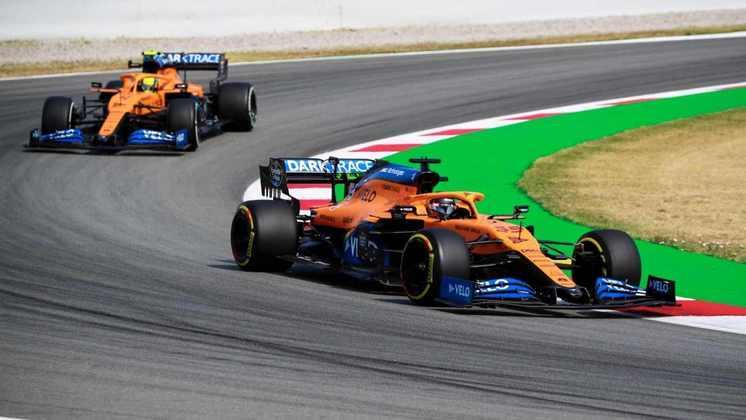 A dupla da McLaren teve rendimentos diferentes na sexta-feira