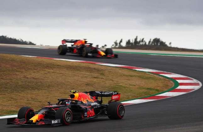A dupla da Red Bull teve corridas distintas no circuito do Algarve