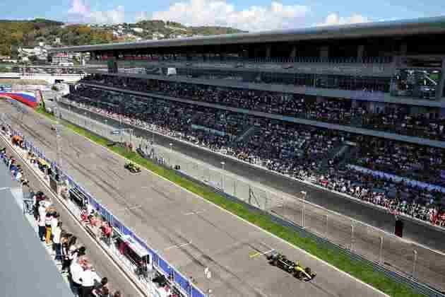 A dupla da Renault mais uma vez marcou presença no top-10