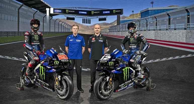 A dupla de pilotos com os dirigentes Lin Jarvis e Massimo Meregali