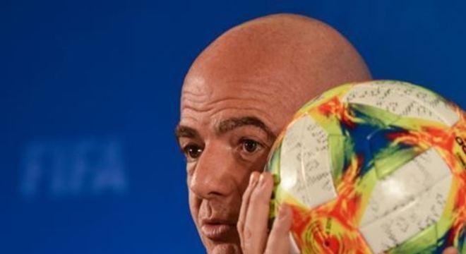 A entidade máxima do futebol anunciou a criação de um grupo de trabalho para estudar as consequências da crise do coronavírus sobre o calendário internacional e as janelas de transferências
