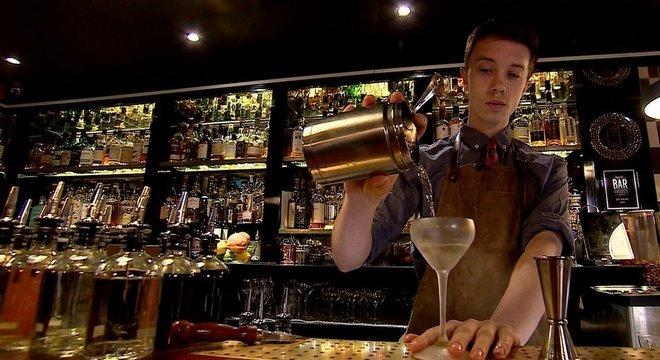 A equipe do bar Swift, em Londres, fez o primeiro martini de Atomik