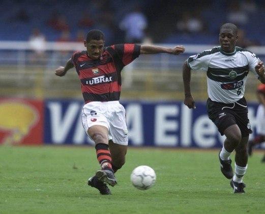 A equipe do Flamengo tem bons nomes em todos os setores. A escalação fica com: Rogélio Domínguez; China, Alex Silva, Váldson e Anderson Pìco; Vampeta (foto), Adrianinho e Augusto Recife; Dimba, Leandro Amaral e Diogo.
