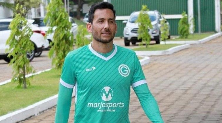 A equipe do Goiás estampa a marca da empresa MarjoSports como patrocinadora master. Segundo o jornalista Matheus Silva, o valor gira em torno de R$ 2,3 milhões anuais