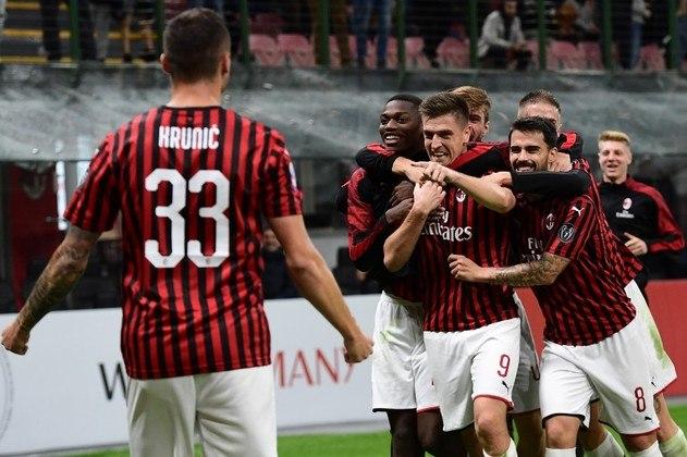 A equipe do Milan também chegou em cinco finais da Champions desde 1993, nos anos de 93, 94 2003, 2005 e 2007. Venceu quatro, em 93, 2003 e 2007.
