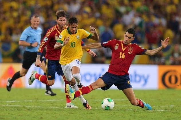 ... a Espanha de Busquets acabou derrotada pelo Brasil na final, novamente no Maracanã, por 3 a 0.