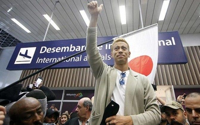 A esperança do botafoguense passava nos pés da grande contratação do ano. Após longas negociações, Keisuke Honda foi recebido com festa por milhares de torcedores no Aeroporto do Galeão no começo de fevereiro.