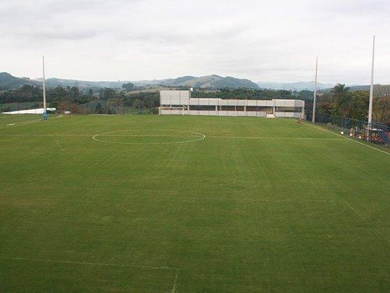 A estrutura possui dois campos oficiais de futebol para o treinamento dos jogadores do elenco profissional.
