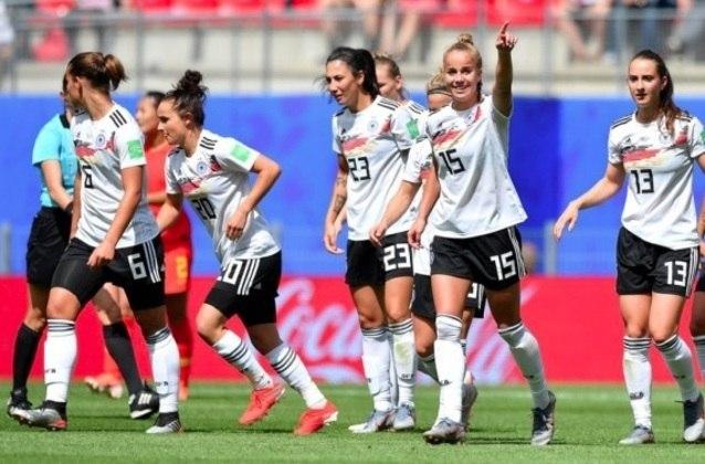 A Eurocopa feminina, prevista para 2021, foi transferida para o ano de 2022