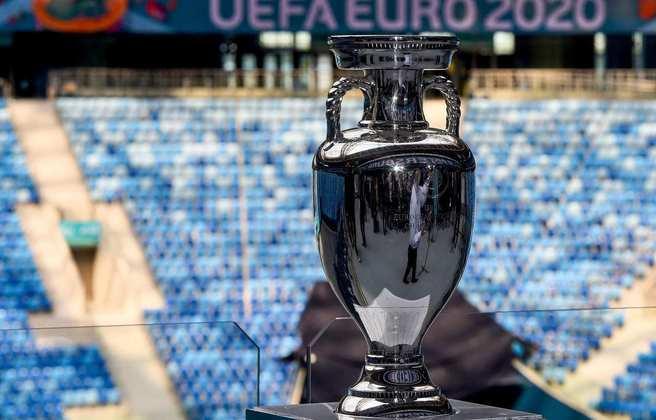 A Eurocopa, que começa nesta sexta-feira (11), será disputada em 11 sedes diferentes, espalhadas por todo continente europeu. Veja a seguir todos os estádios do torneio e a quantidade de público que cada palco poderá receber diante das restrições por conta da covid-19