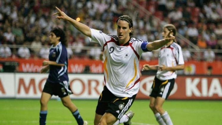 A ex-atacante alemã Birgit Prinz foi três vezes medalha de bronze olímpica. Ela fez parte da equipe de seu país que ficou em terceiro lugar nos Jogos de 2000, 2004 e 2008.