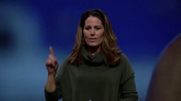 A ex-meio-campista Julie Foudy subiu três vezes no pódio olímpico com a seleção dos Estados Unidos. Ela foi prata em Sydney 2000 e bicampeã em Atlanta 1996 e Atenas 2004.